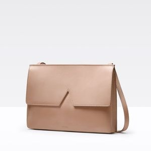 Vince Signature V Crossbody bag in Taupe